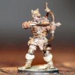 Fertig ausgedruckte und bemalte Heroforge-Figur eines Bogenschützen